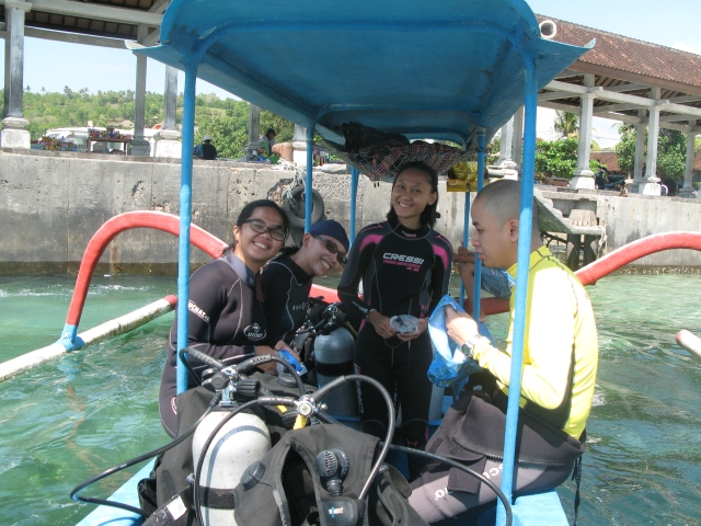 (L-R): Kalyn, Sekar, Me & Albert before diving